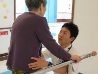 リハビリ風景:理学療法士によるバランス訓練